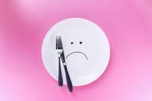 ダイエット中に空腹をガマンしてはいけない